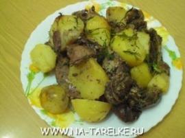 Кролик, запеченный с картофелем и бананом
