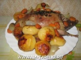 Дикая утка, запеченная с картошкой